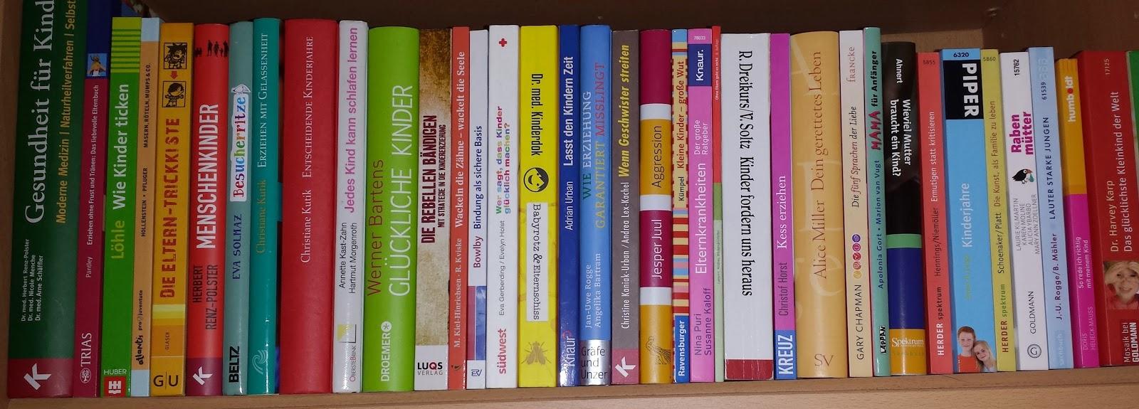Lange Reihe mit Erziehungsbüchern