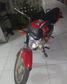 Policiais do 4º BPM recuperam moto menos de 24h após furto e prendem suspeito