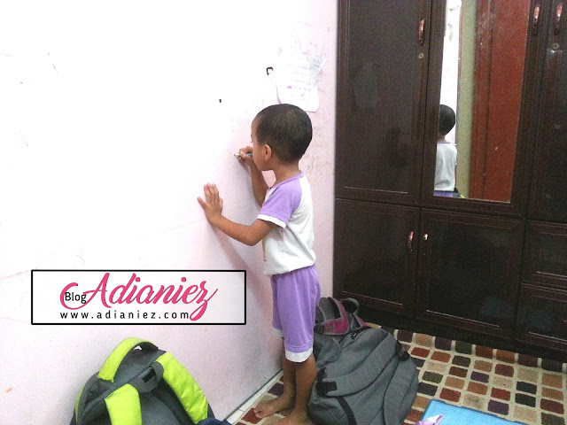 Ibu Beri Kelulusan Menconteng Dinding Sesuka Hati