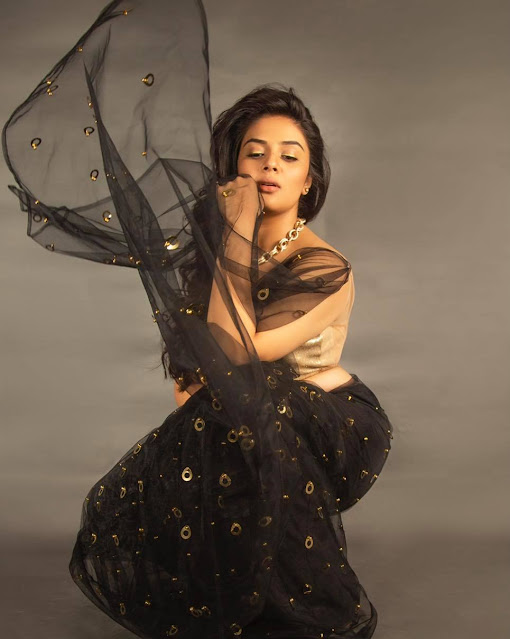 Actress Sreemukhi Latest Photoshoot in Black Transparent Saree Navel Queens
