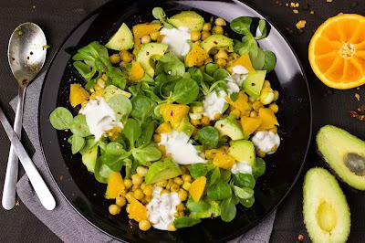 Kichererbsen-Salat mit Orangen und Avocado