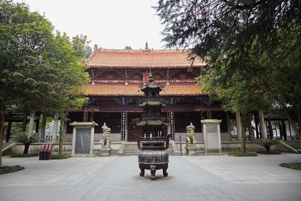วัดลู่ซาน (Lushan Temple: 麓山寺) @ www.sailingstonetravel.com