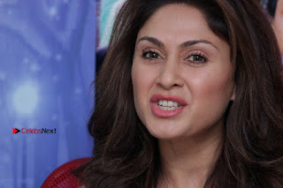 Bollywood Actress Manjari Phadnis Stills in Ripped Jeans at Film Jeena Isi Ka Naam Hai Interview  0017.jpg