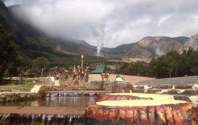 Hasil gambar untuk Pemandian air panas Kawah Papandayan - Pemandian Air Panas Garut