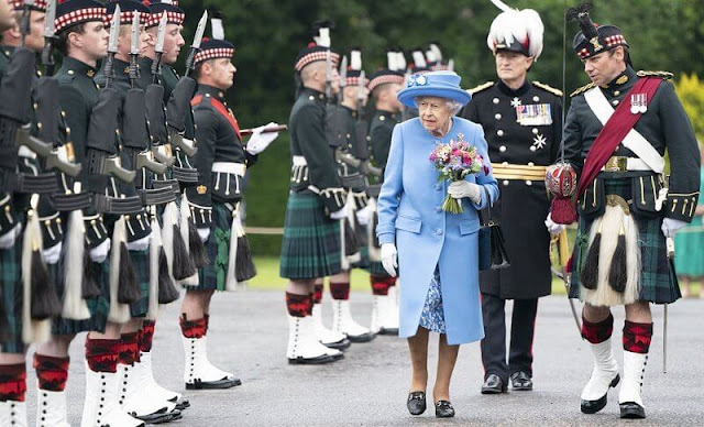 Queen Elizabeth and the Duke of Cambridge attended the ceremony of the Keys on the forecourt of the Palace of Holyroodhous