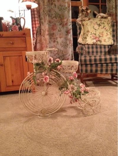 model sepeda roda tiga yang memang dibuat sebagai aksesoris dekoratif rumah