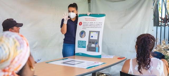 Solicitantes de Asilo practican la distancia social durante una capacitación en San José, Costa Rica.ACNUR/Erick Gerstner