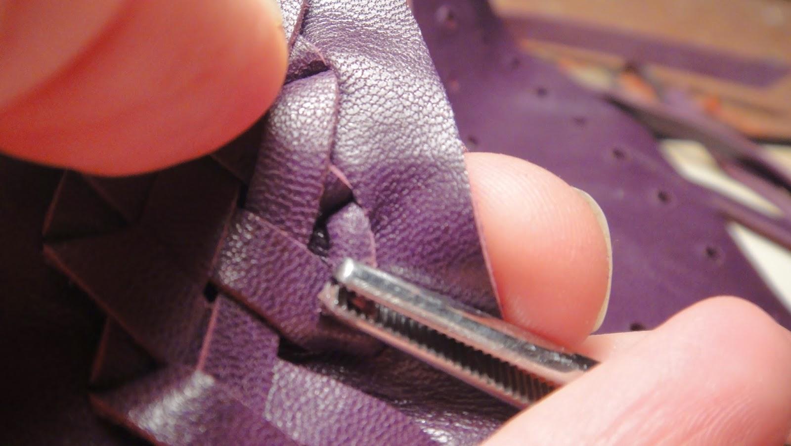 Работа с натуральной кожей: декорирование переплета плетением из кожи