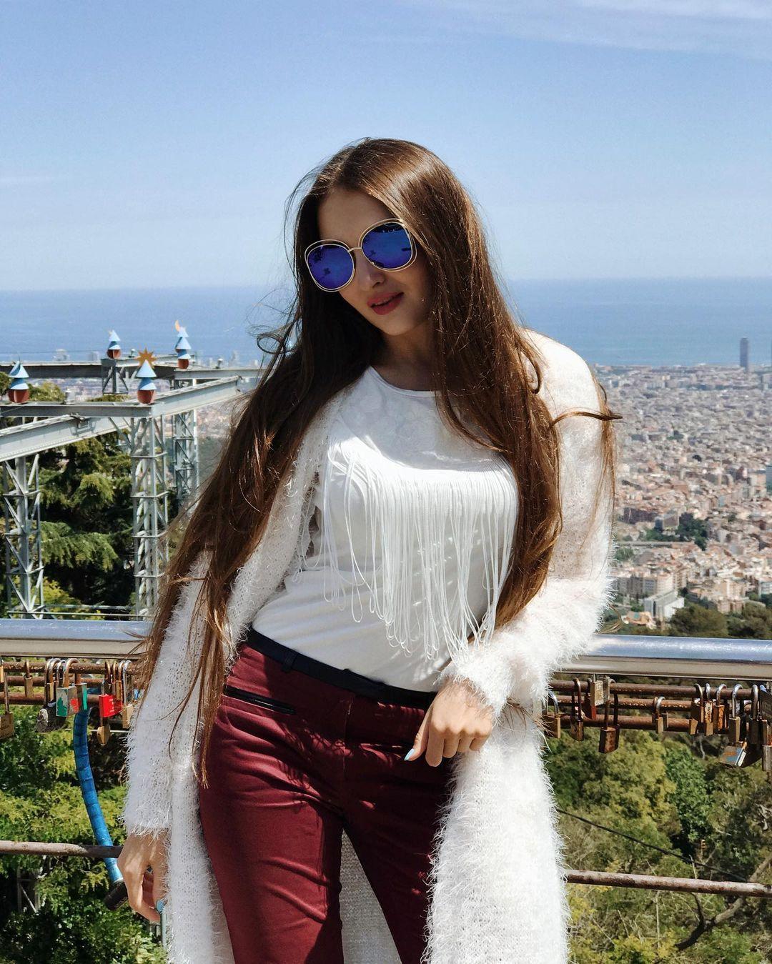 World Stylish Girl DP