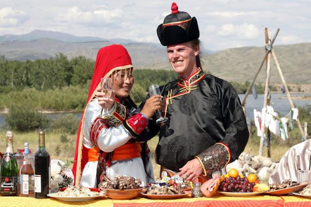 فستان الزفاف في منغوليا