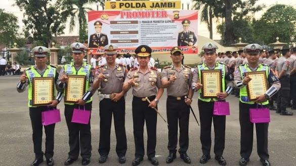 Polisi Penolong Warga yang Bawa Jenazah Pakai Motor Diberi Penghargaan
