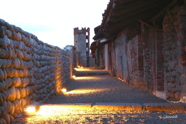 Ricetto di Candelo mura sera
