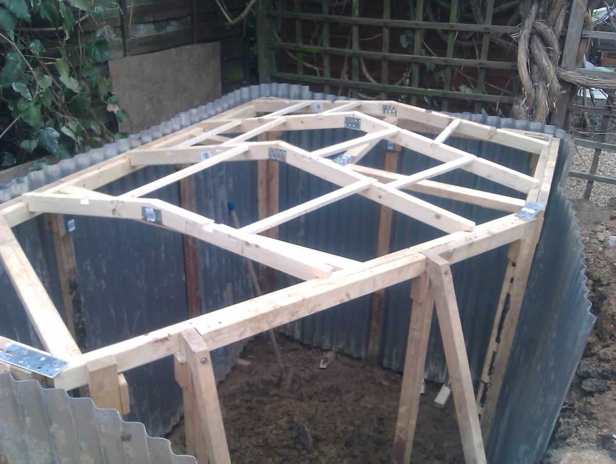 05-Ashley-Yeates-Architecture-with-the-Garden-Hobbit-Hole-www-designstack-co