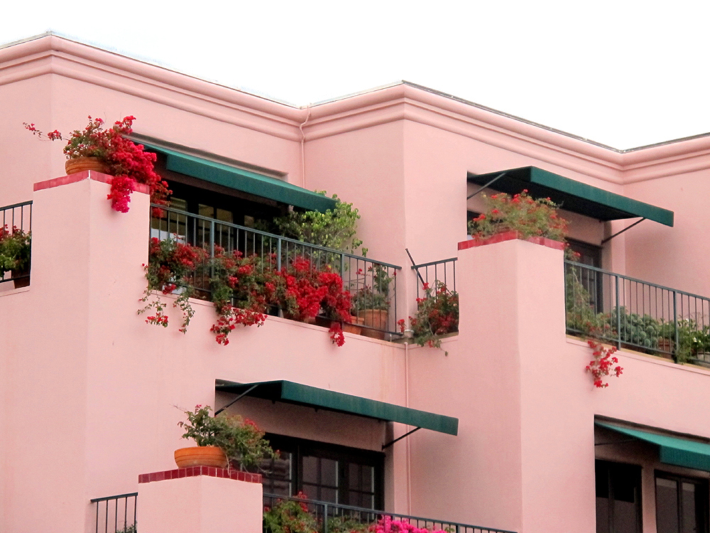 Pink Buildings, Santa Monica,LA - Los Angeles, California - travel blogger
