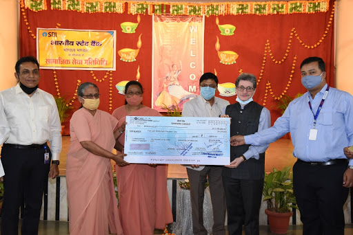 Social-Service-Banking--SBI-Donates-to-Asha-Niketan-School