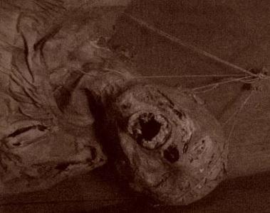 Foto a una momia de Guanajuato con indicio que sufrioantes de morir