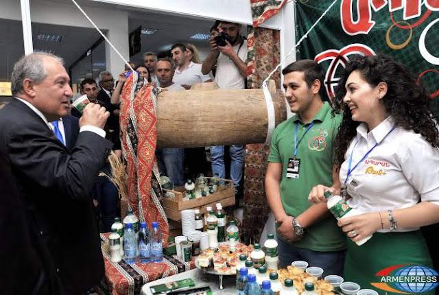 Sarkissyan asiste a la apertura de Armenia Expo-2018