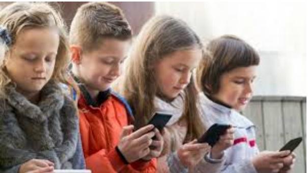 Terlalu Banyak Main Medsos Ini yang Bisa Terjadi Pada Anak Remaja