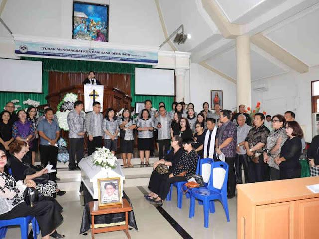 Steven Kandouw Hadiri Ibadah Pemakaman Masye Fien Ompi