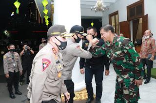 Bertemu Gubernur Jatim, Kabaharkam Polri Beri Perhatian Pencegahan dan Penanganan Covid -19 di Jatim