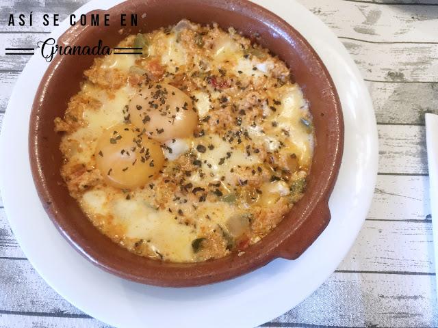 https://www.asisecomeengranada.com/2019/06/huevos-al-plato-con-pisto-y-mozzarella.html