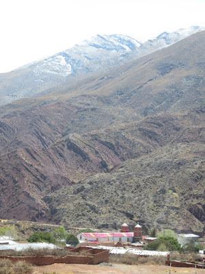 gestern Abend hatten wir ein schweres Gewitter und heute Morgen waren die höher gelegenen Berge weiß.