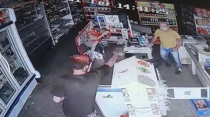 Vídeo: Câmera de segurança registra assalto a mercadinho, na tarde desta terça 06/04, em Patos