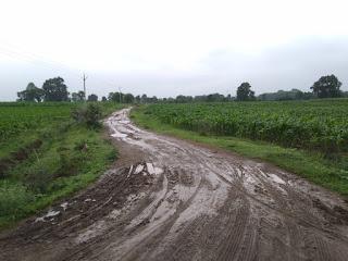 नही बनी सड़क, पूर्व विधायक ने किया था भूमिपूजन