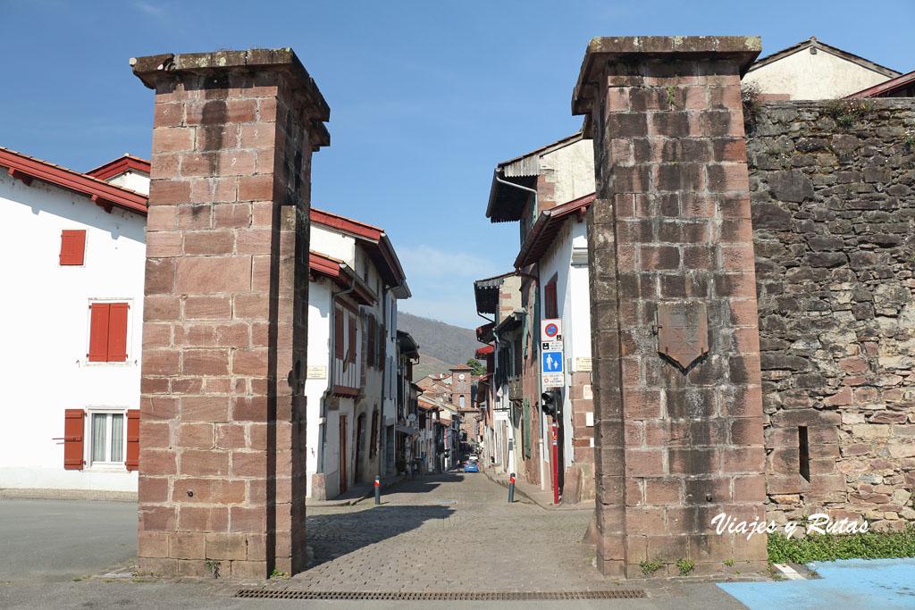 Puerta barrio de España, San Juan de Pie de Puerto