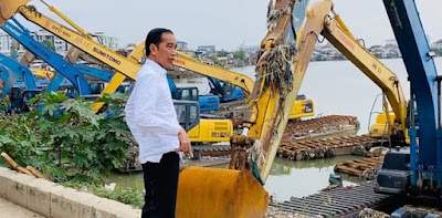 Negara Makin Mundur, Jokowi Makin Lihai Selamatkan Wajah Sendiri