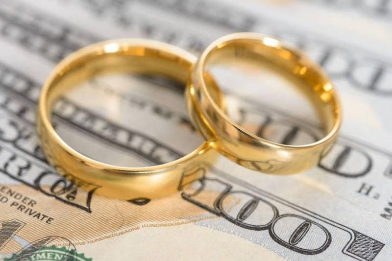 Dinheiro no casamento: duas formas de lidar