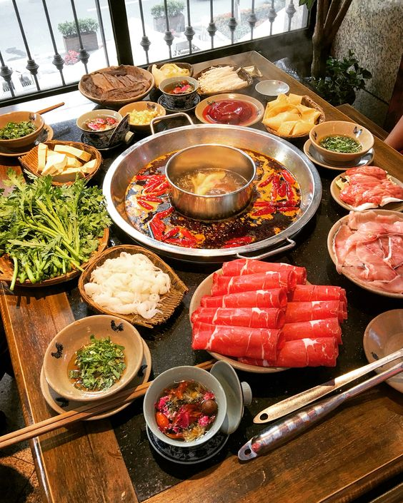 It's cold, bring your family out and have a hot pot.