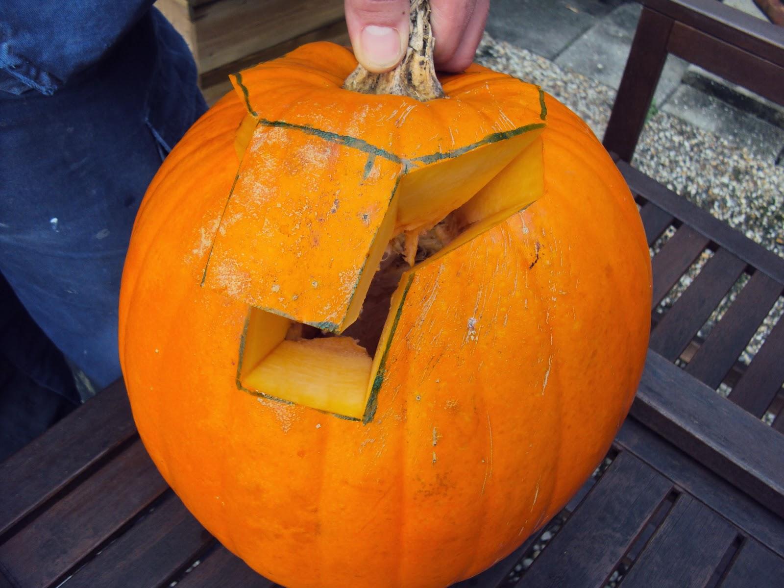Uithollen Pompoen Halloween.Life And Lizzy Diy Pompoen Uithollen Sfeerlicht