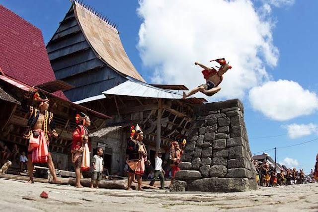 Mengenal Lompat Batu, Tradisi dan Kebudayaan Unik yang Berasal dari Nias