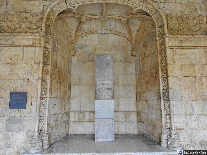 Túmulo de Fernando Pessoa no Mosteiro dos Jerônimos - O que fazer em Lisboa, Portugal