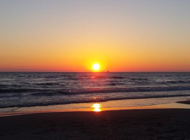 Aus unserem Dänemark-Urlaub: Wunderschöne Ausflugsziele rund um Houstrup. Teil 1: Strände, Häfen und einzigartige Natur. Hier: Houstrup Strand. Sonnenuntergang.
