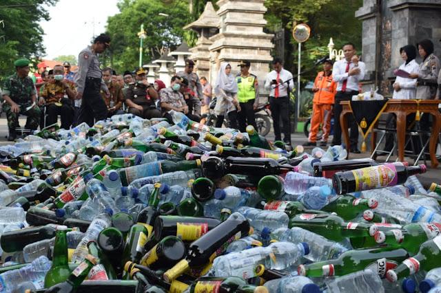 Jelang Nataru, Ribuan Botol Miras Dimusnahkan Di Demak