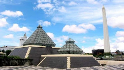tugu pahlawan salah satu tempat wisata sejarah yang terkenal di surabaya