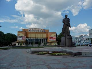 Ровно. Майдан Независимости. Памятник Шевченко