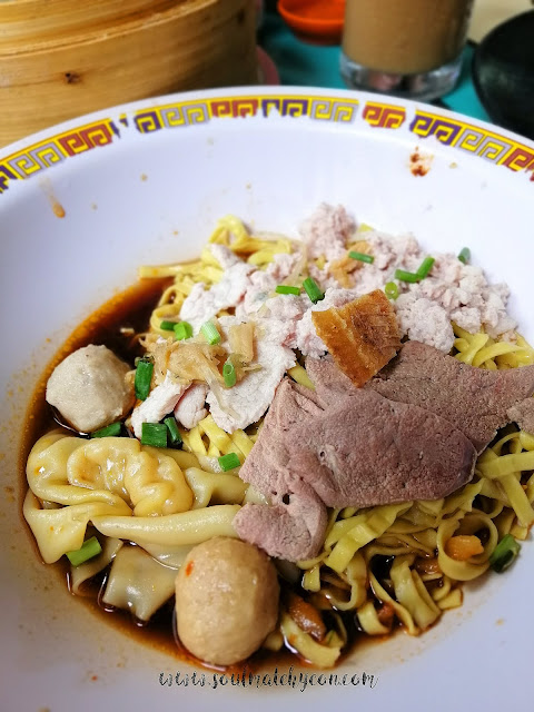 Hyeon's Travel Journal; Hill Street Tai Hwa Pork Noodle