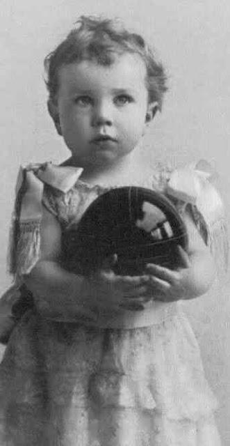 famille royale suédoise-descendance Bernadotte et reine Victoria
