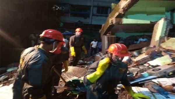 10 dead in 3 storied building collapses in Thane District Maharashtra. 20-25 people are still trapped