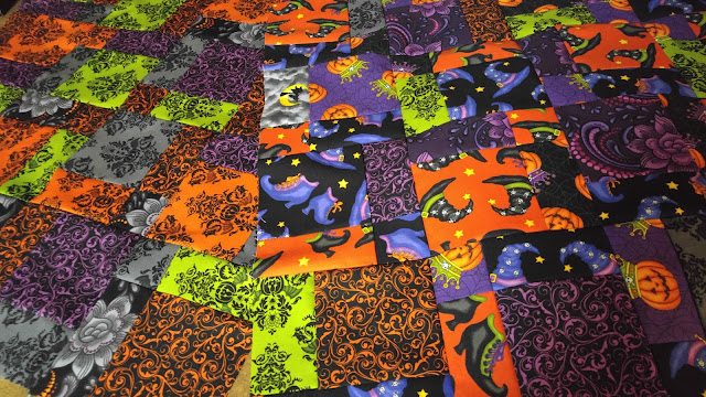 Disappearning nine patch Halloween mini quilt