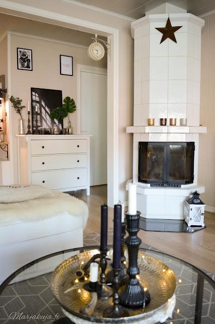 syksy syksyisempi sisustus kynttilä kynttilänjalka asetelma olohuone olohuoneen sisustus ikea vittjö ektorp tyyny H&M skandinaavinen koti takka