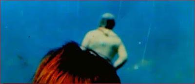 Imagen de la extraña figura que aparece en la fotografía y que no estaba en el momento de la toma