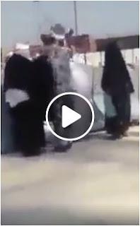 بالفيديو عسكري سعودي يعتدي على احد الحجاج داخل مسجد الحرام