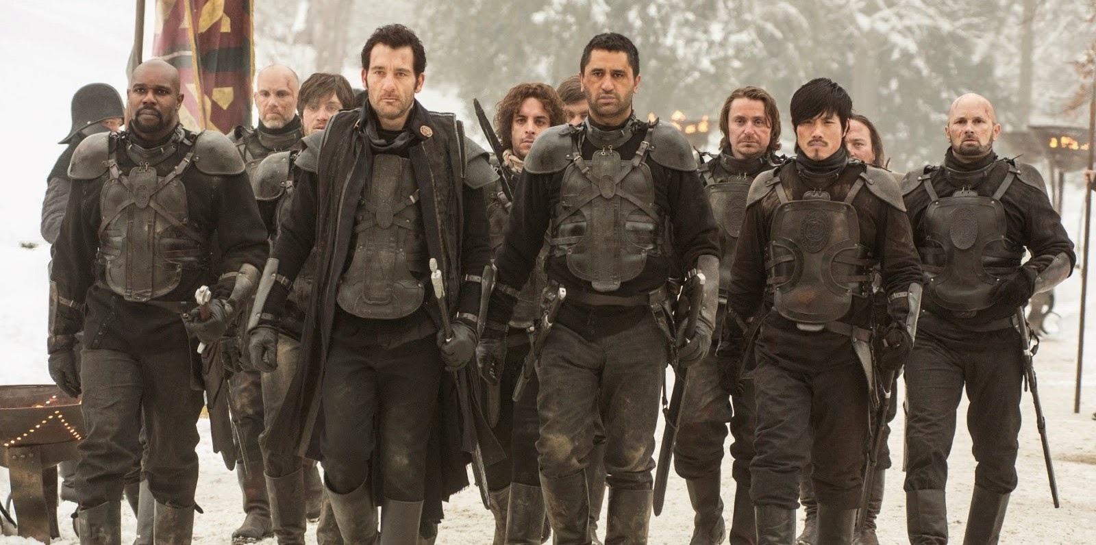 Clive Owen pega a espada novamente no trailer do épico The Last Knights