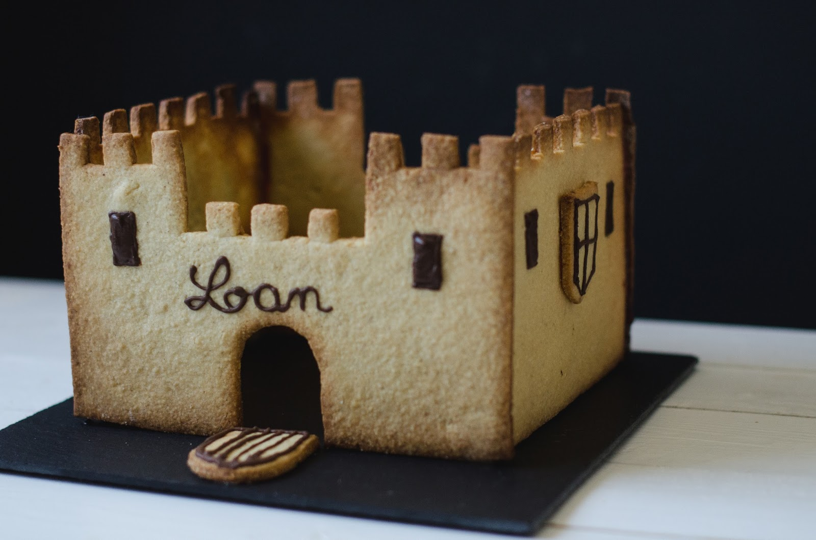 Le château d'anniversaire et son gâteau caché à l'intérieur