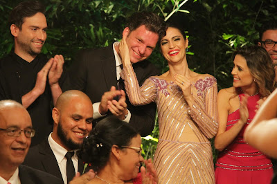 Bertolazzi se emociona durante a cerimônia (Crédito: Gabriel Gabe/SBT)
