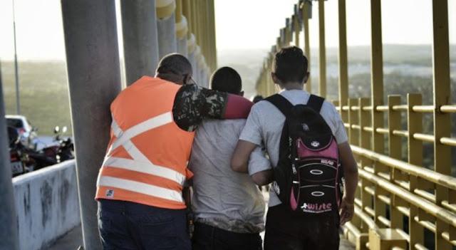 Voluntários contra suicídio em ponte de Natal